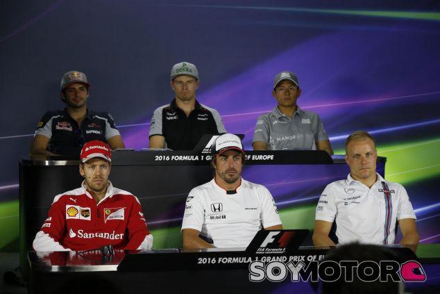 Rueda de prensa de pilotos en Bakú - LaF1