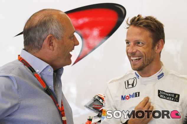 Ron Dennis charla con Jenson Button - LaF1