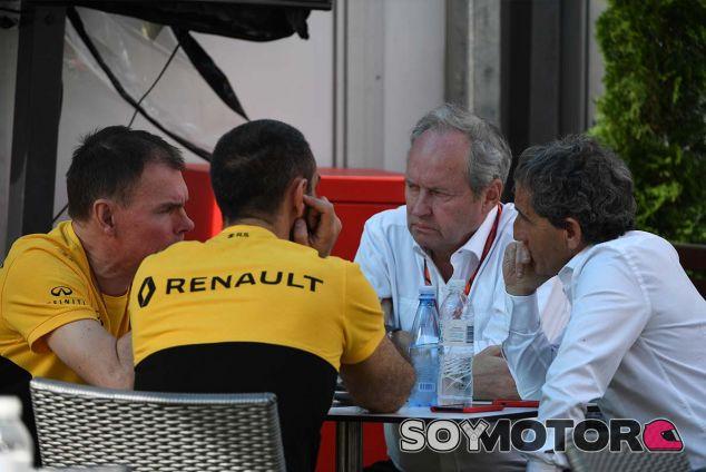 Alan Permane, Cyril Abiteboul, Jerome Stoll y Alain Prost en Australia - SoyMotor.com