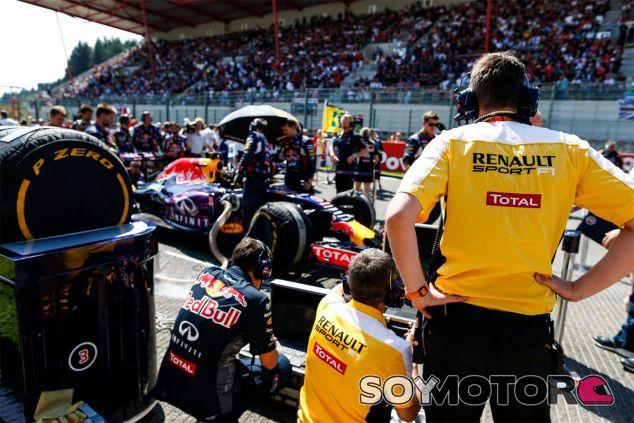 Cyril Abiteboul afirma que Renault tomará su propio camino con los motores - LaF1