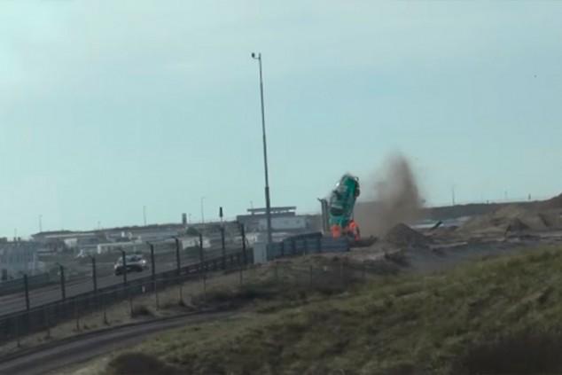 Fuerte accidente en la primera carrera disputada en el nuevo Zandvoort - SoyMotor.com