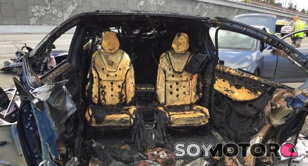 Así quedó el Tesla Model X tras el accidente y las labores de extinción - SoyMotor