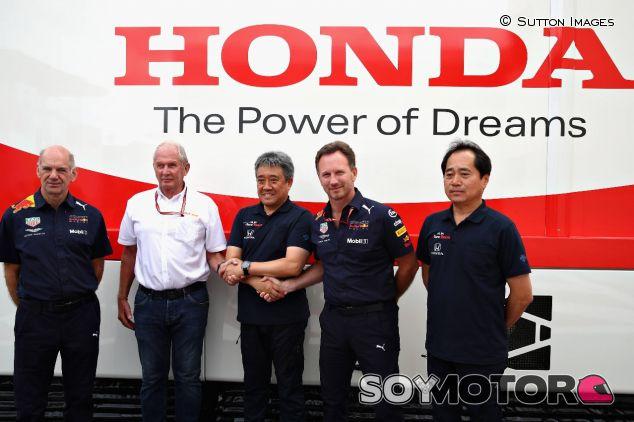 Firma del acuerdo entre Honda y Red Bull –SoyMotor.com