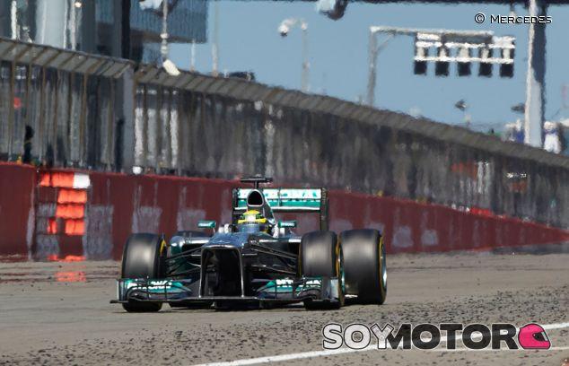 Brawn espera una victoria de Hamilton en Nürburgring