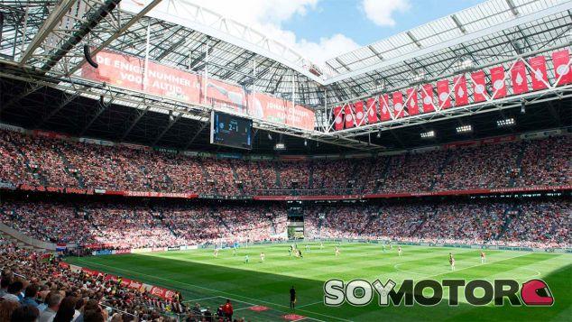 El estadio del Ajax recibirá energía de 148 baterías del Nissan Leaf - SoyMotor
