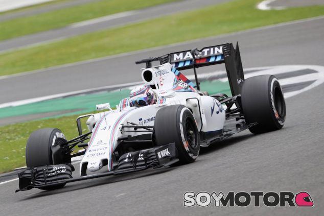 Alex Lynn en Silverstone con el FW38 - LaF1