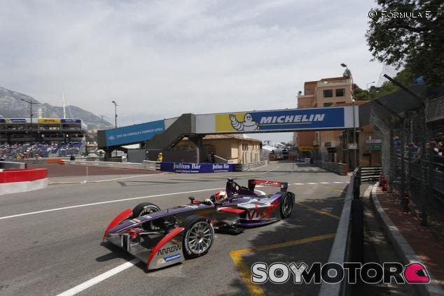 Jaime Alguersuari con el Virgin en Mónaco - LaF1