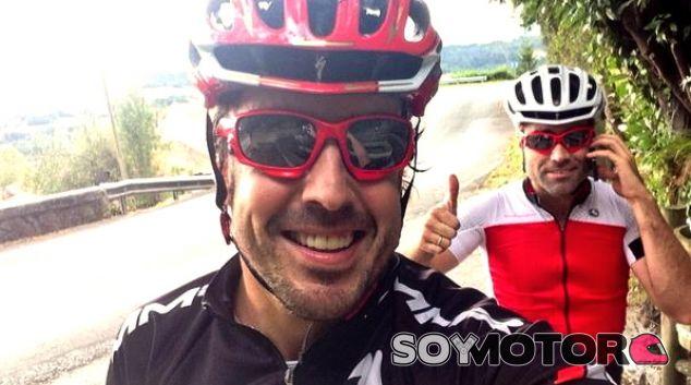 Alonso no cesa en su empeño por crear su equipo de ciclismo - LaF1.es