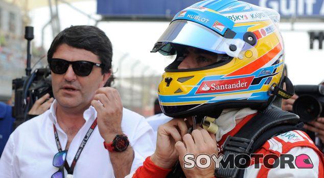 Fernando Alonso con su representante, Luis García Abad