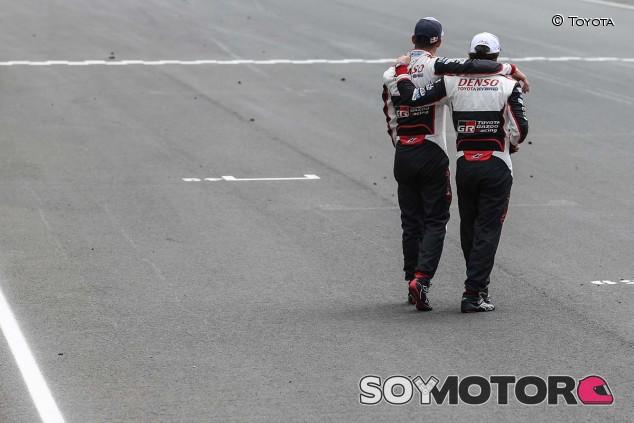 Sébastien Buemi y Fernando Alonso en Le Mans - SoyMotor
