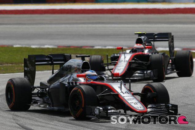 Fernando Alonso y Jenson Button en Sepang - LaF1