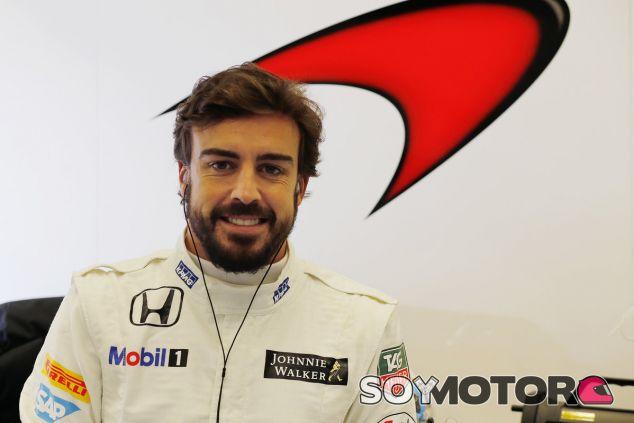 Fernando Alonso vestido con los colores McLaren-Honda - LaF1.es