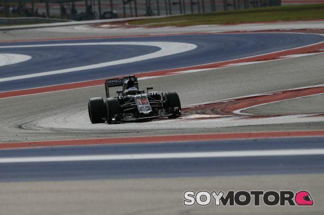 Alonso durante el GP de Estados Unidos 2016 en el COTA - SoyMotor