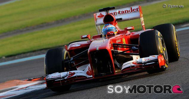 Fernando Alonso con el Ferrari F138 en Abu Dabi - LaF1