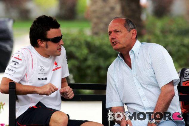 Fernando Alonso y Ron Dennis en 2007 - LaF1