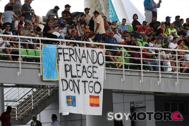 Pancarta de Malasia que pide la renovación de Alonso - SoyMotor