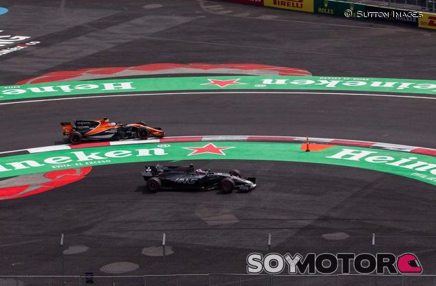 Fernando Alonso y Romain Grosjean en México - SoyMotor.com