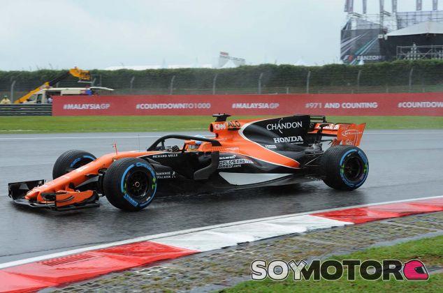 Fernando Alonso con el halo en Sepang - SoyMotor.com