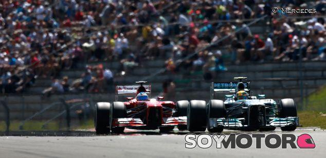Fernando Alonso y Lewis Hamilton en Nürburgring