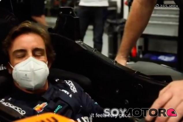 La reacción de Alonso al sentarse en su McLaren de Indianápolis - SoyMotor.com