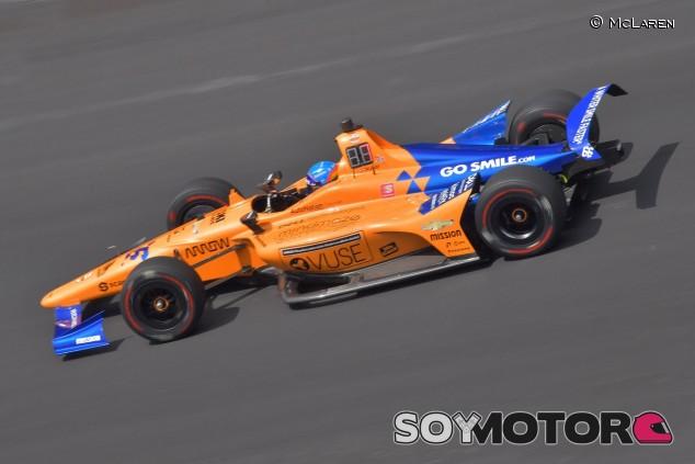 Ed Jones, como un rayo; otro día perdido para Alonso - SoyMotor.com