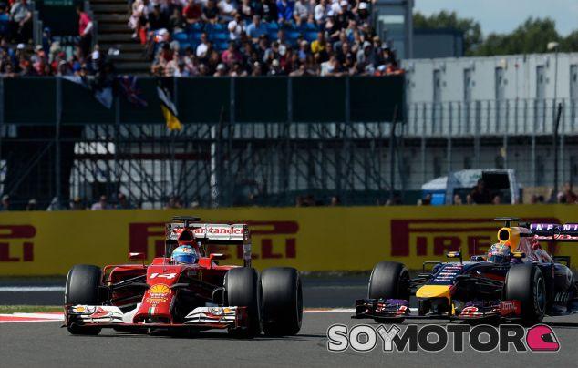 Fernando Alonso y Sebastian Vettel en Silverstone - LaF1