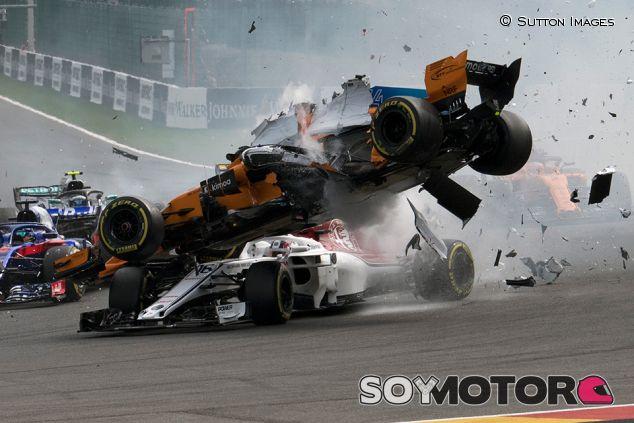 Accidente de Leclerc en Spa - SoyMotor.com