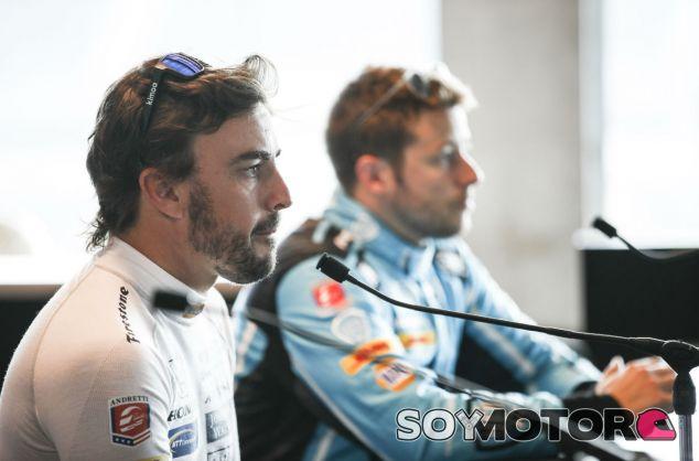 Fernando Alonso junto a Marco Andretti en Indianápolis - SoyMotor.com