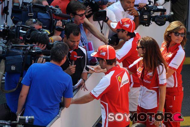 Fernando Alonso y Felipe Massa atienden a los medios - LaF1