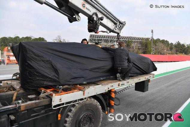 El coche de Fernando Alonso vuelve a boxes - SoyMotor