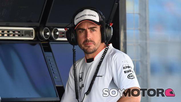 Ron Dennis está molesto con el protocolo de la FIA con Alonso - LaF1