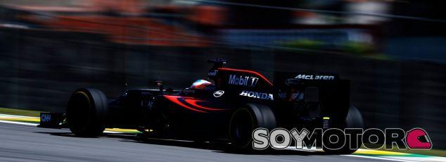 Alonso, durante los libres 2 - LaF1
