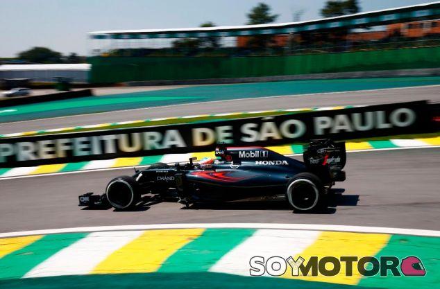 Fernando Alonso en Brasil - LaF1