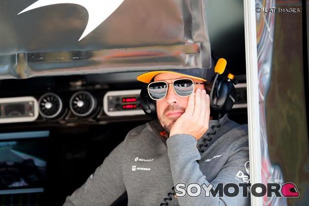 Fernando Alonso, de visita en el GP de Italia F1 2019 - SoyMotor.com