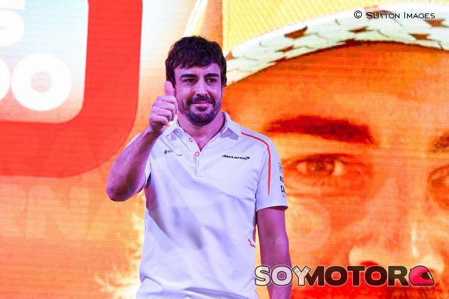 Fernando Alonso en su homenaje en Abu Dabi - SoyMotor