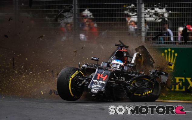 Momento del accidente de Alonso - SoyMotor