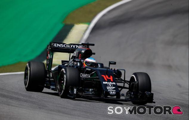 Fernando Alonso en Brasil - SoyMotor