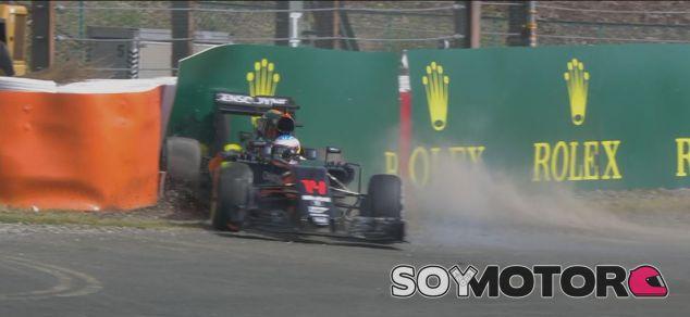 Momento en el que Alonso impactó contra el muro - LaF1