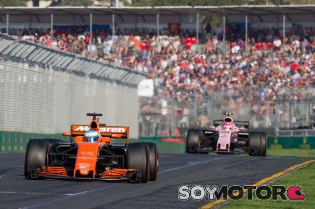 Alonso mantuvo a Ocon detrás hasta el fallo de frenos en Australia - SoyMotor