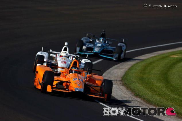 Alonso, por delante de Castroneves y Dixon - SoyMotor.com