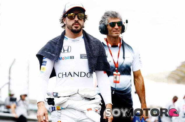 Fernando Alonso en la parrilla de Malasia - LaF1