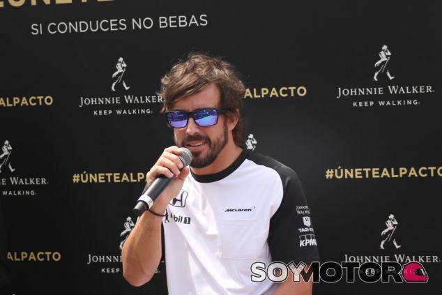 Fernando Alonso, hoy en la ciudad de Barcelona - LaF1