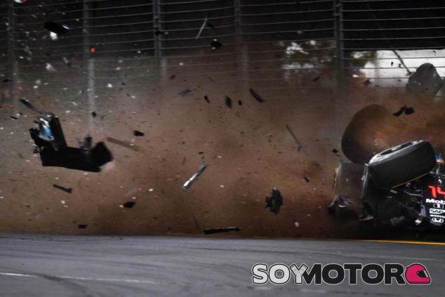 Fernando Alonso sufrió un espectacular accidente en el GP de Australia - LaF1