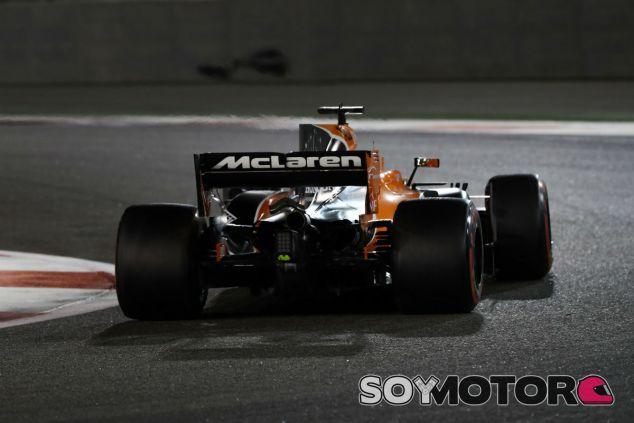 Fernando Alonso en Abu Dabi - SoyMotor.com