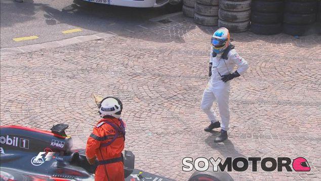 Fernando Alonso tras su abandono - LaF1
