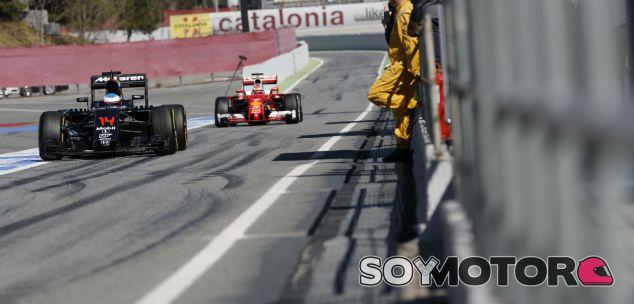 Fernando Alonso y Kimi Räikkönen en los test de Barcelona - LaF1