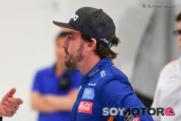 Alonso en los test postcarrera de Baréin de Fórmula 1 2019 - SoyMotor
