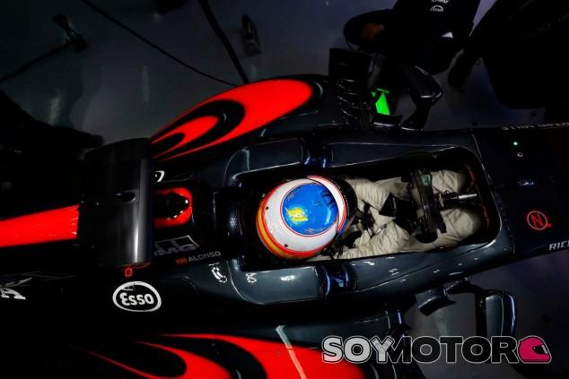 Fernando Alonso no es partidario de los cambios en la normativa de la radio - LaF1