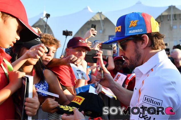 Consigue la gorra y la camiseta de la despedida de Alonso