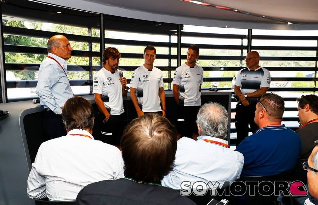 Fernando Alonso durante el evento con los periodistas en Monza - LaF1